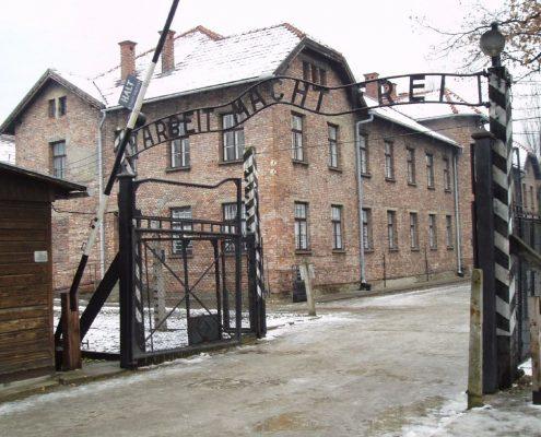 Włoski dziennik: Polacy nie powinni zapomnieć o odpowiedzialności za Holokaust Żydów uczniów z Izraela
