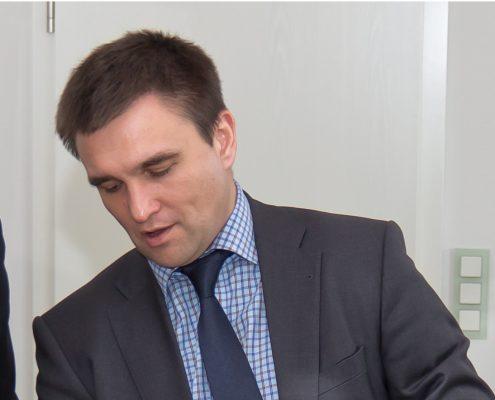 Szef MSZ Ukrainy: Węgrzy masowo opuszczają Zakarpacie ukraińskiego MSZ