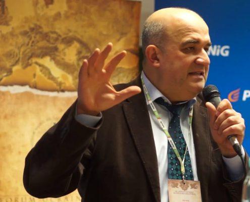 Prof. Włodzimierz Osadczy. Fot. youtube.com
