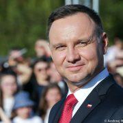 Większość Polaków chce zmian w sądownictwie, ale popiera weta Andrzeja Dudy