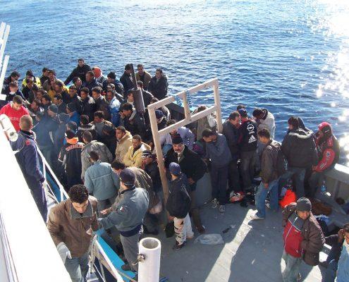 Statek przeworzący imigrantów z Afryki