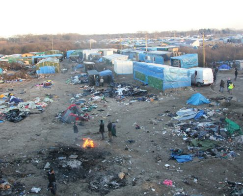 Unijny komisarz: Musimy okazywać szacunek imigrantom i zrozumieć ich kulturę Calais nowa ustawa