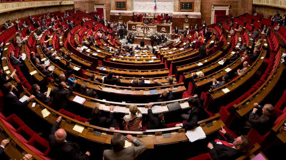 Francuski parlament zgodził się na reformę kodeksu pracy za pomocą dekretów