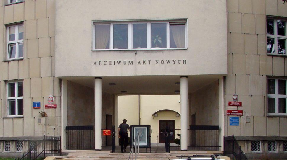 Archiwum Akt Nowych przygotowało kilkaset metrów dokumentacji związanych z reparacjami