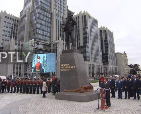 Odsłonięcie pomnika Kałasznikowa, foto: youtube.com