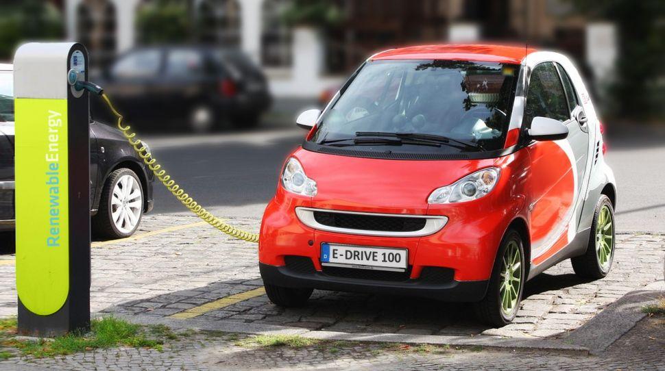 Chińczycy rozważają wprowadzenie zakazu sprzedaży aut benzynowych elektrycznego