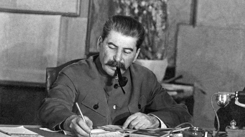 56% Rosjan uważa, że zasługi Stalina przeważają nad jego winami
