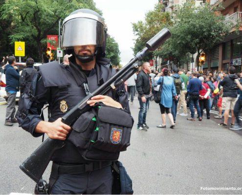 """Burmistrz Barcelony: działania policji wymierzone w """"bezbronną ludność""""."""