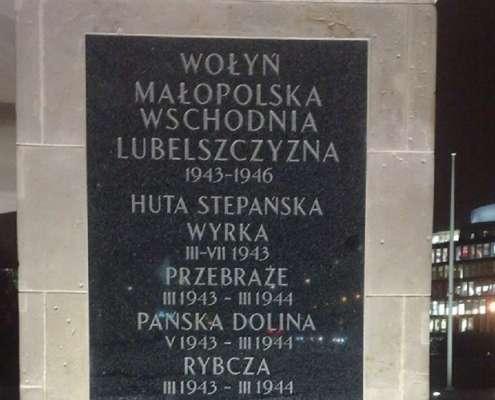 Na Grobie Nieznanego Żołnierza w Warszawie zawisły tablice upamiętniające walki z UPA [+FOTO]