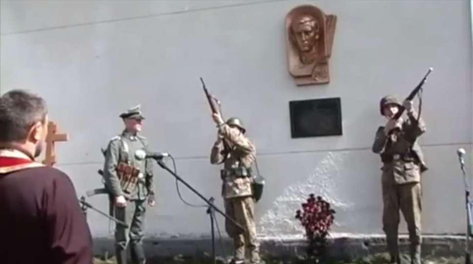 Ukraina: odsłonięto popiersie esesmana Palijiwa w jego rodzinnej wsi [+VIDEO]