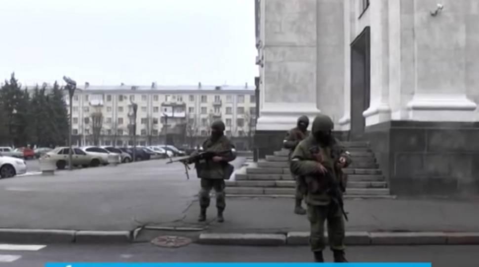Ługańsk: Wojskowi otoczyli budynek Ministerstwa Spraw Wewnętrznych