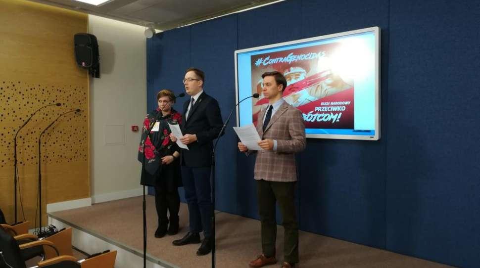 Ruch Narodowy chce penalizacji kultu Hitlera, Stalina, Lenina i Bandery