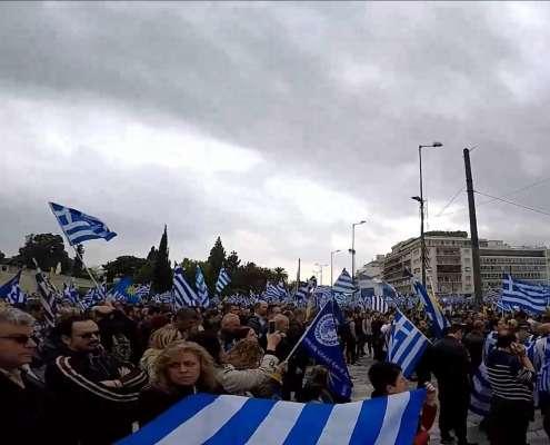 """Setki tysięcy Greków w Atenach: """"Ręce precz od Macedonii"""""""