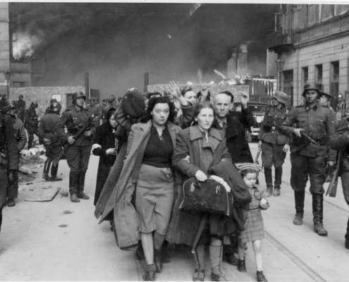 """Publicysta """"The Guardian"""": Polacy ratujący Żydów byli wyjątkami"""