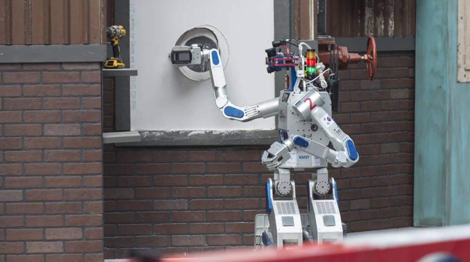 robotów