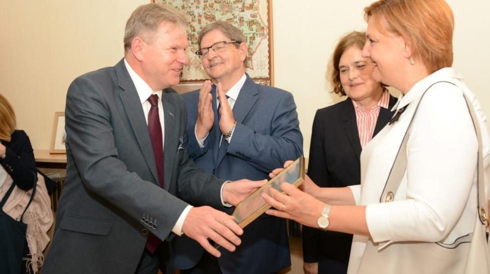Jarosław Narkiewicz i Urszula Doroszewska podczas otwarcia Centrum Języka Polskiego i Kultury w Wilnie. Fot. L24.lt