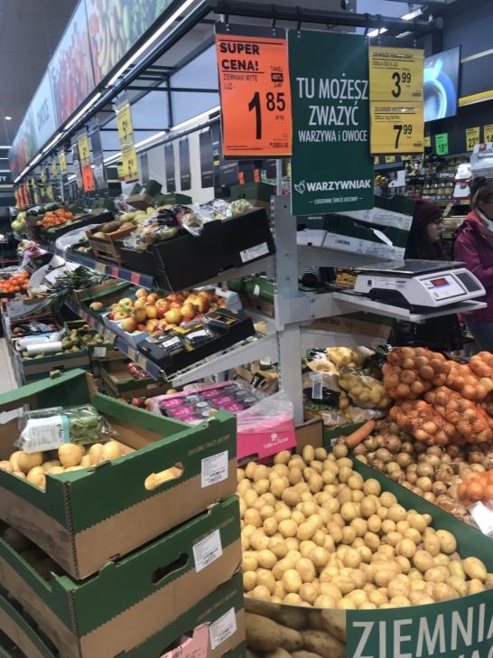 Biedronka sprzedawała ziemniaki z Niemiec jako Polskie. Rolnicy: to celowe działanie Ziemniaki Biedronka 1